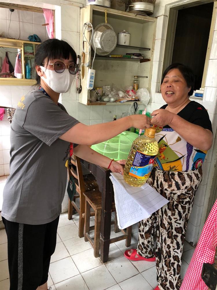 中山街道方东团支部开展关爱社区残疾人,走访慰问暖人心活动