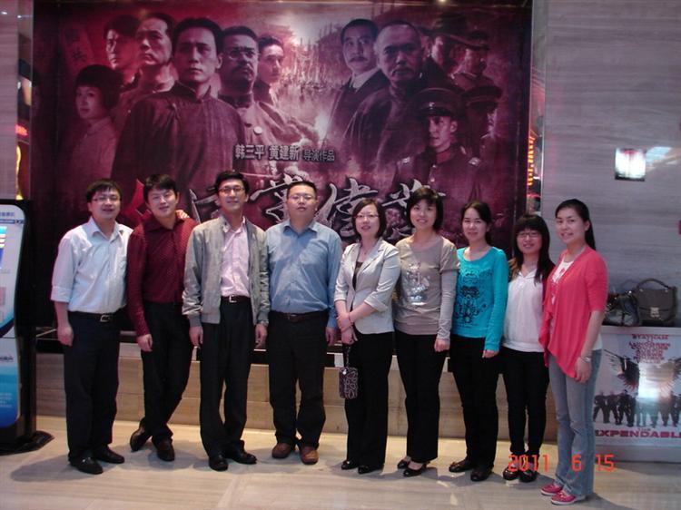 团区委党支部组织全体党员观看影片《建党伟业》