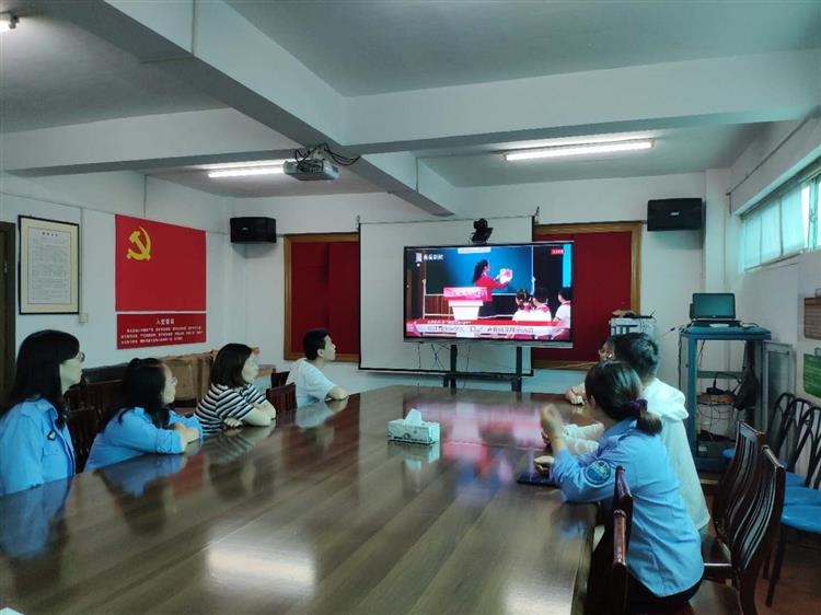 中山街道蓝天五村团支部开展主题团日活动